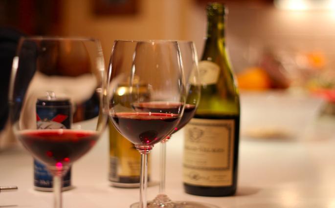 Приснилось вино – толкование сна по сонникам