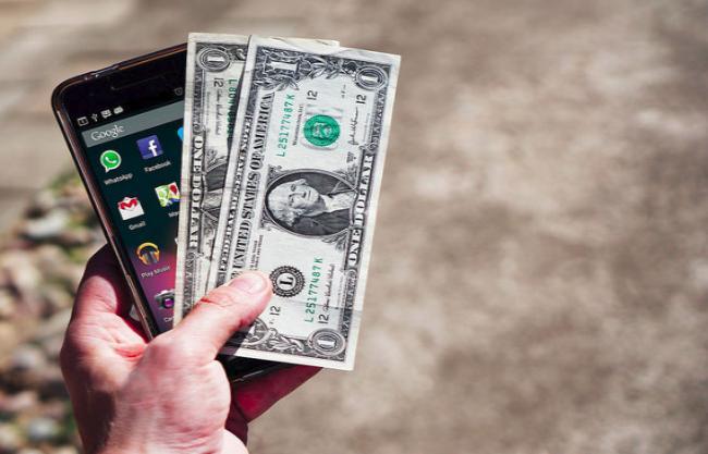 Приснилось давать деньги покойнику – толкование по сонникам