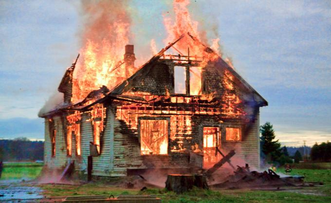 Если приснилось сгорел дом – толкование сна по соннику