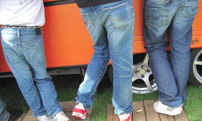 Приснились джинсы: толкование сна по сонникам