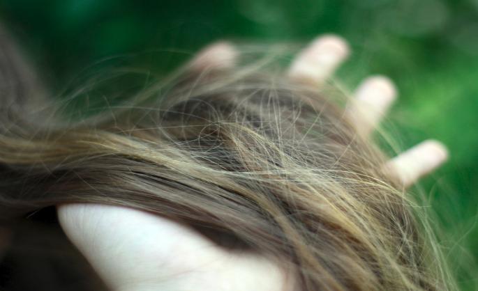 Приснилось выпал клок волос – толкование сна по сонникам