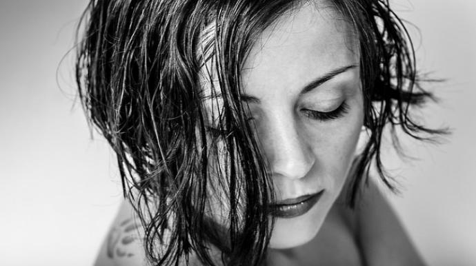 Приснились мокрые волосы - толкование сна по сонникам