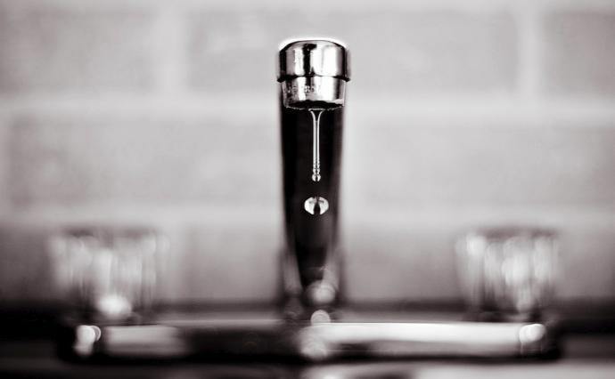 Приснилась вода из крана – толкование сна по сонникам