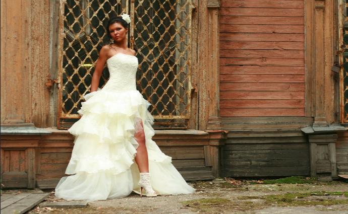 Приснилось выбирать свадебное платье - толкование сна по сонникам