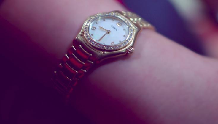 Золотые часы – толкование сна по сонникам