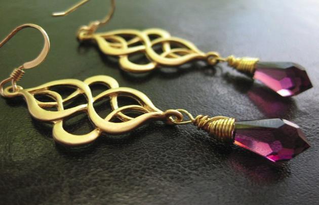 Золотые сережки – толкование сна по сонникам